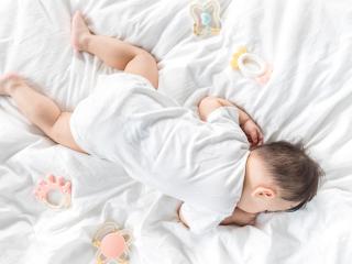 宝宝纸尿裤几岁脱最合适?关键还得看这个信号!