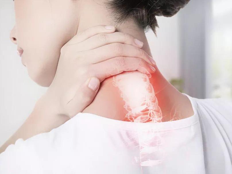 """一个信号,多半是颈椎病严重了!骨科医生教你颈椎保健""""三步操"""""""