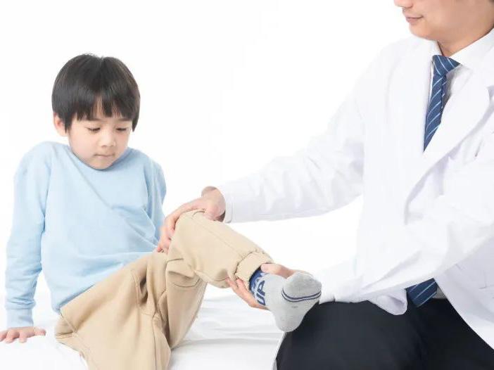 """骨折、扁平足、OX型腿…儿童骨病要重视,及早去看""""小儿骨科"""""""